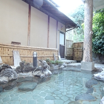 伊豆の岩風呂にある露天風呂です
