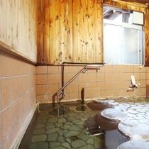 貸切風呂:こちらは予約制ではありませんので内鍵をかけてご利用ください
