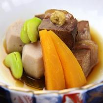 *猪角煮と季節の野菜炊合せ[季節の炊合せ一例]
