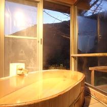 *露天風呂付和室:檜より上質と言われる高野槙で出来た半露天風呂※ご指定はできません