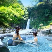 *マイナスイオンたっぷりの大滝温泉を眺める極上の時