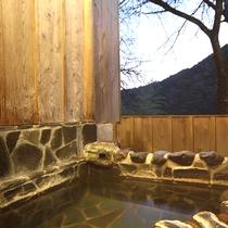 *露天風呂付和室:本格的な岩造りの露天風呂※ご指定はできません
