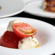 フルーツトマトとフレッシュチーズのサラダ