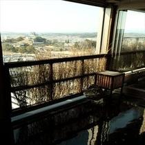 ◆女性露天風呂より掛川城を眺める