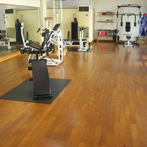 *【フィットネスルーム】気持ち良く運動できるスペースも完備。