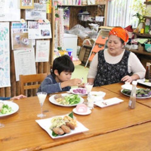 夕食は川平観光農園でとります