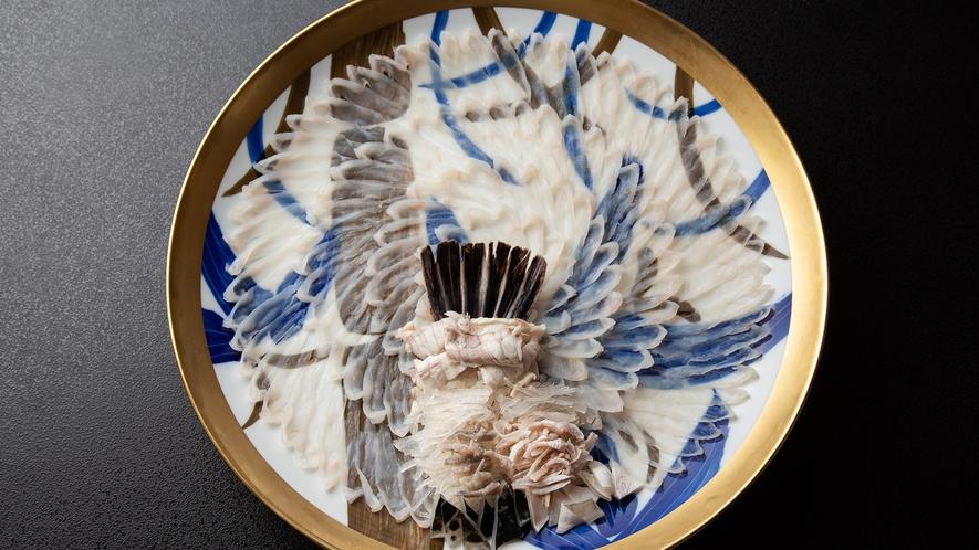 *【大皿ふく刺し】9月から翌年5月の始め頃まで、美味しいふくを大皿でお召し上がりいただけます。