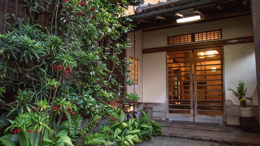 *【外観】古串屋旅館へようこそ。