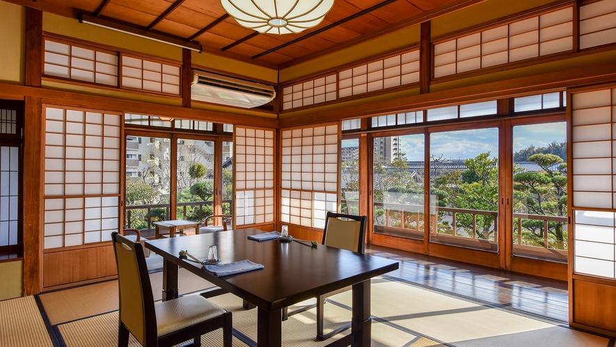 *【食事処】外の景色を眺めながらお食事をお楽しみいただけます。