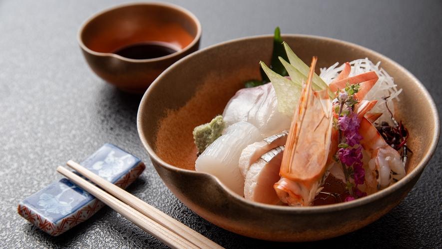 *【懐石料理】季節のお造り。新鮮な魚介を使用した繊細な甘みをお楽しみいただけます。