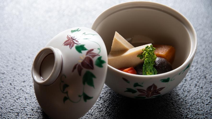 *【朝食一例】煮物。野菜全体に染み込んだ優しい味付けが、起きたばかりの体に沁みわたります。
