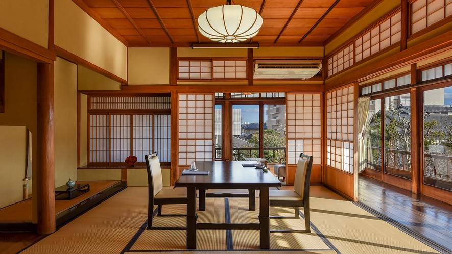 *【食事処】お部屋とは別に、2階には宿泊者様専用のお食事処がございます。