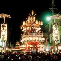 【高山祭り-秋-】高山市街までお車で約50分
