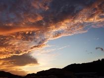 雲の色が神秘的