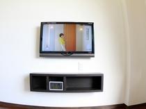 壁掛けタイプの32型の液晶TV