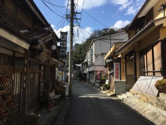 【温泉津温泉街】昔ながらのレトロな町並みです。