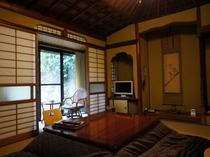 【離れ 楓月】こじんまりした6畳のお部屋です。