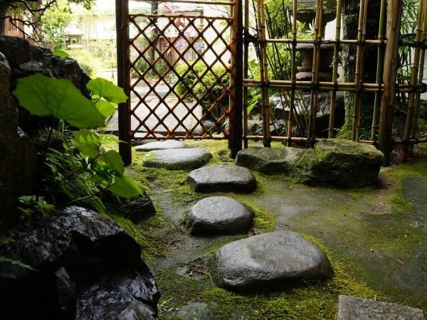 当庵には創業以前から続く庭園がございます。