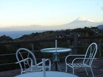 30畳のテラスからの眺め。富士山が正面に見えます。