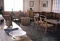 喫茶室◇オーナ夫婦の作品を鑑賞しながら、ごゆっくりおくつろぎください。