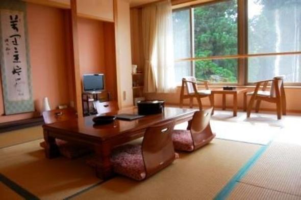 お得に泊まろう♪ 比叡山延暦寺の宿坊 山(杉木立)側のお部屋