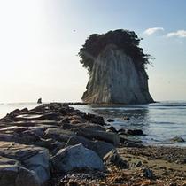 軍艦島の俗称をもつ見附島