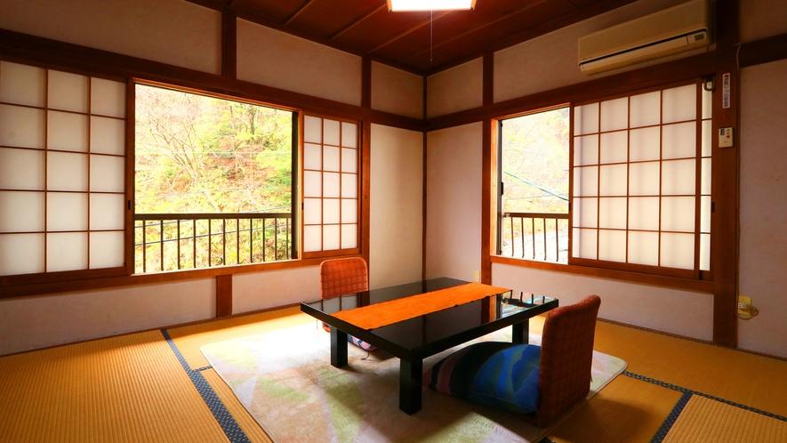 8畳和室●梅ヶ島の自然をお部屋でも感じられます。