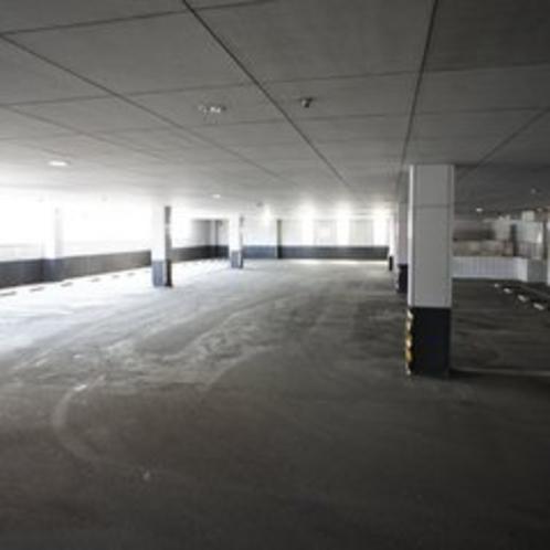 館内駐車場は32台分のスペースがあり、駐車場から館内にスムーズにアクセス出来ます。