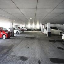館内駐車場は高さ2mまでになります。大型・ハイルーフはホテル裏手の平地駐車場もご用意しております。