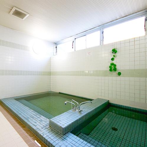 【浴場】24時間利用可能です。足を伸ばしてのんびりゆったり♪