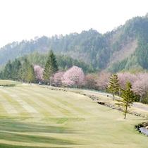 *【ゴルフコース】季節の花々もコースを彩ります。
