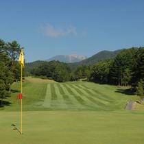 *【ゴルフコース】御嶽山の眺望も見事なコース。
