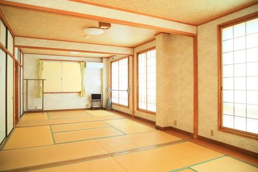 ひろびろ和室(6名以上でも泊まれるお部屋です)