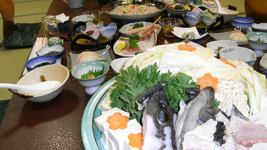 *<夕食一例>獲れたての魚貝をお出しします。