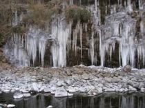 大滝の三十槌の氷柱