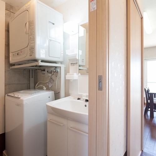 【ランドリールーム】洗濯機・乾燥機があるので長期滞在も安心