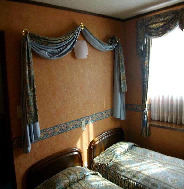11畳ツインのベッドルーム