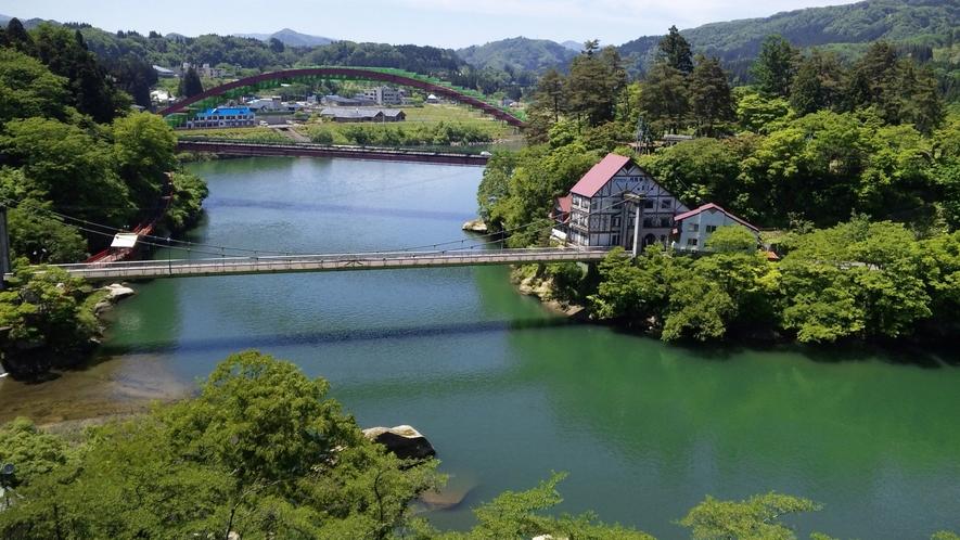 新緑の季節の観月橋と瑞光寺橋