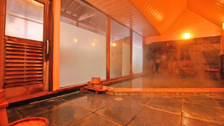 男湯 広々とした内湯で源泉掛け流しの贅沢なお湯をご堪能下さい