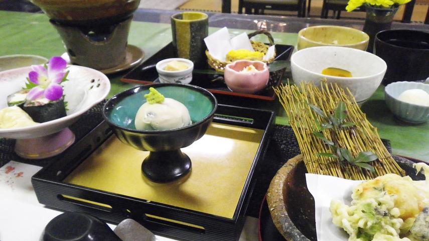 *【ご夕食一例】/季節の味覚を盛り込んだ「和食懐石」