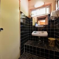 *和室二間(客室一例)/少々年季が入っておりますが、清潔を心掛けています。