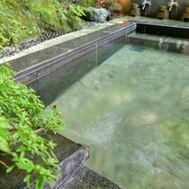 *【露天風呂】/季節ごとに変わる景色を眺めながらのんびりとご入浴いただけます。
