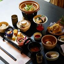 *【ご夕食一例】/季節の旬の食材を活かした伝統と四季折々の豆腐懐石のベーシックなコースです。