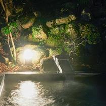*【露天風呂】/夜になると幻想的で昼とは違う景色を堪能いただけます。
