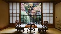 *和室(客室一例)/季節ごとに違う表情を見せる景色を堪能。