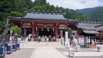 *【周辺情報】大山阿夫利神社(下社)。古くから山の神・水の神として崇められてきた信仰の中心地です。