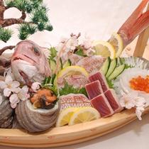名物「来島鯛」など来島海峡の激しい潮流でもまれた魚介類を詰め込みました。