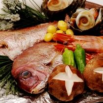 かつて水軍が戦勝祝いに食べたと由来されている豪快な郷土料理「宝楽焼き」