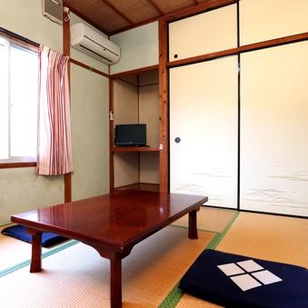 【本館】大自然に囲まれて心和む6畳和室