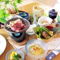 *【夕食一例】地元の味覚を楽しめる和会席。ぜひご賞味下さい。
